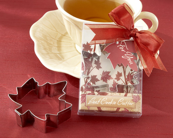<center>Fall Leaf Cookie Cutter in Autumn-Themed Gift Box</center>