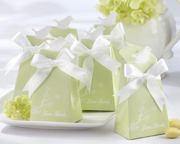 <center>&quot;For the Lovebirds&quot; Elegant Icon Favor Box (Set of 24) </center>